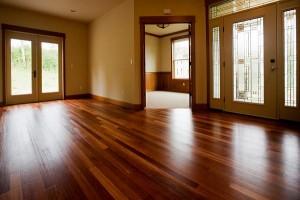 Cum lăcuiești podeaua de lemn